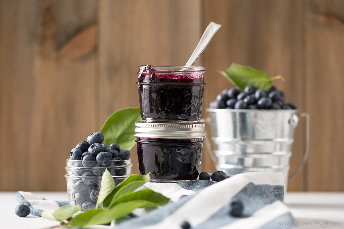 Blueberry Vanilla Jam Recipe from www.Frances.Menu. Wonderful combination of flavours! Unique DIY gift idea.